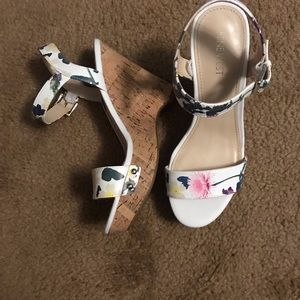 Nine West white floral wedge sandals